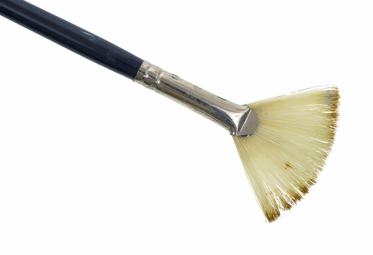 A fan brush for application of glue