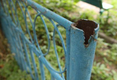 Super glue metal post