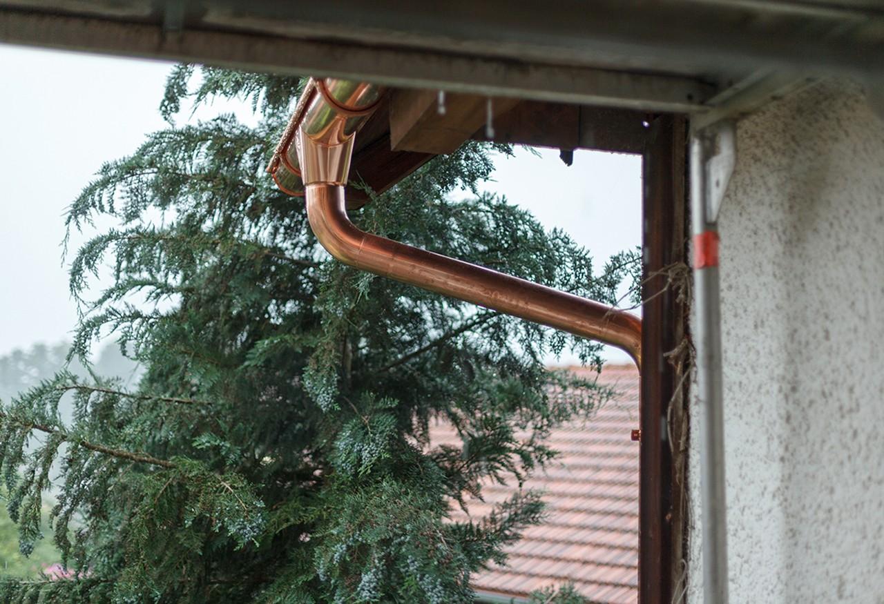 Copper roof gutter
