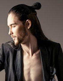 hombres con el pelo largo