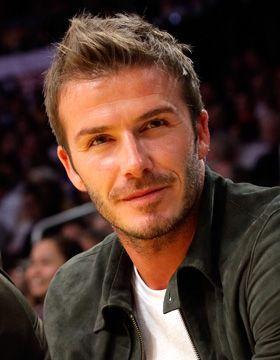 David Beckham w praktycznej fryzurze.