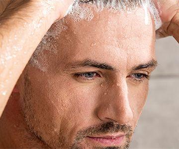 Haare männer blonde dunkle augenbrauen Dunkle augen