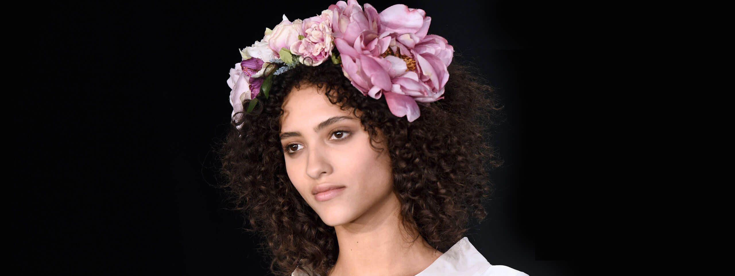 Mannequin avec couronne de fleur