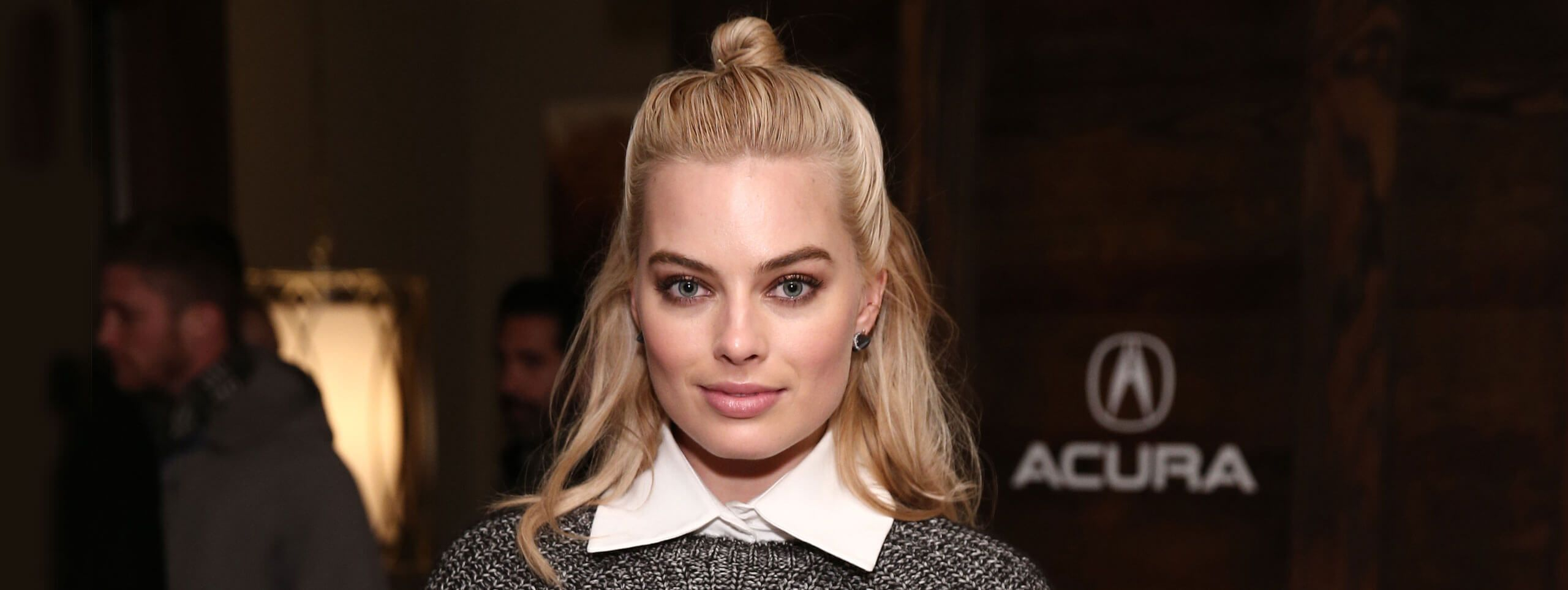 Margot Robbie demi-chignon