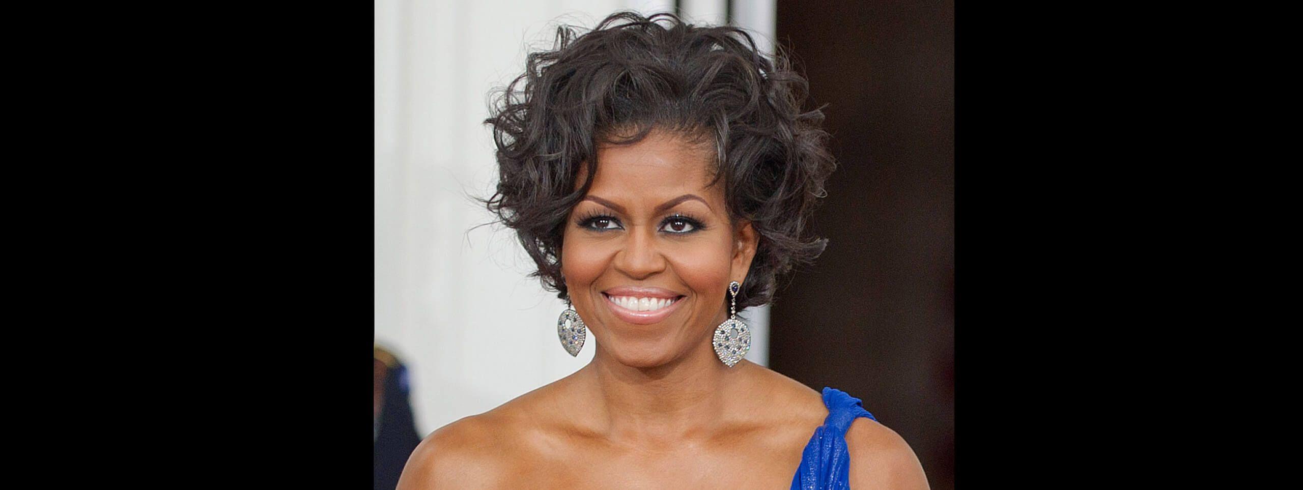 Michelle Obama z kręconymi włosami