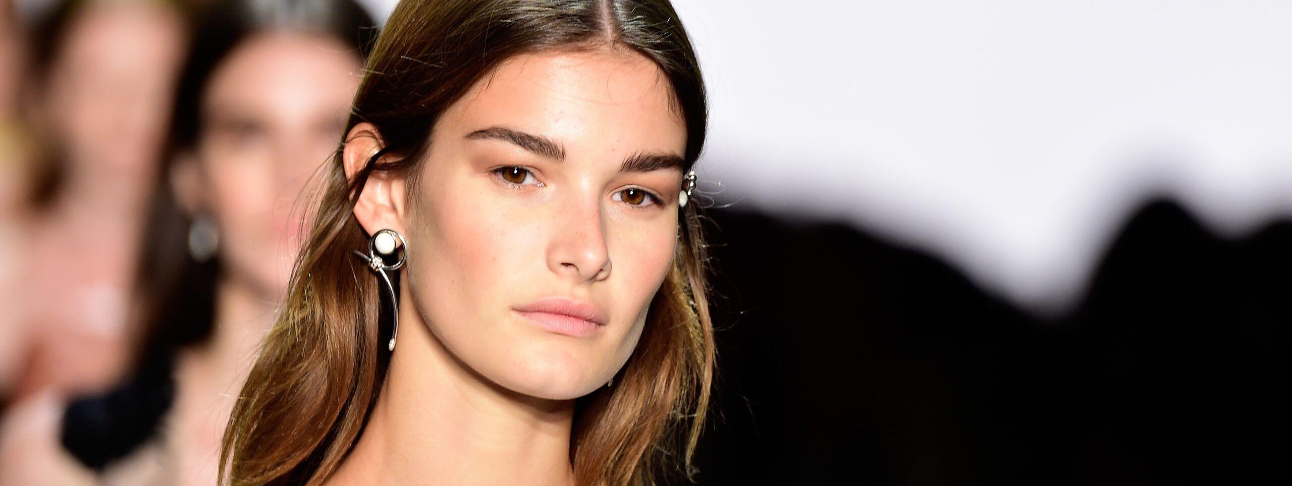 Model rocks dark brown hair color trend for women
