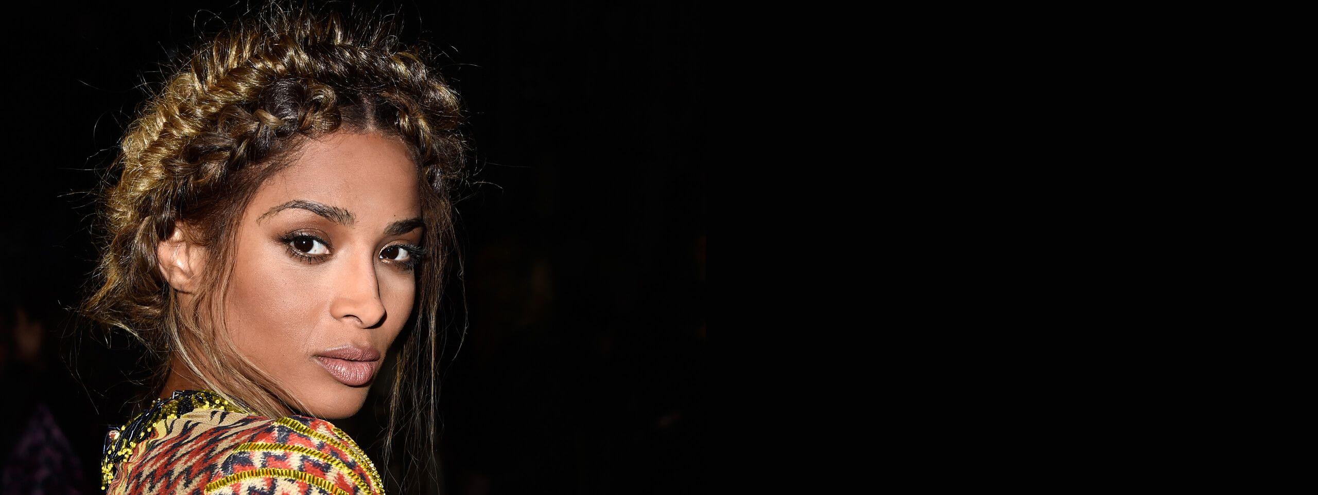 Ciara z plecioną fryzurą