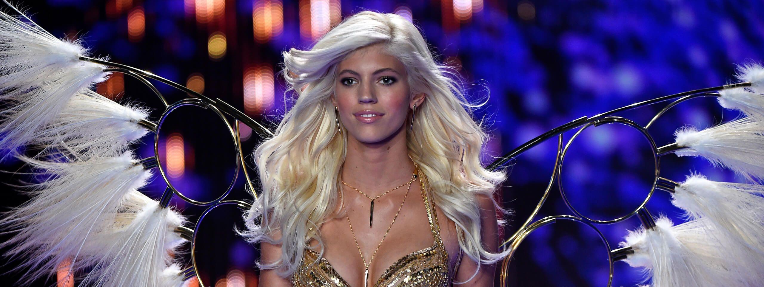 Modelle Victoria's Secret biondo estivo