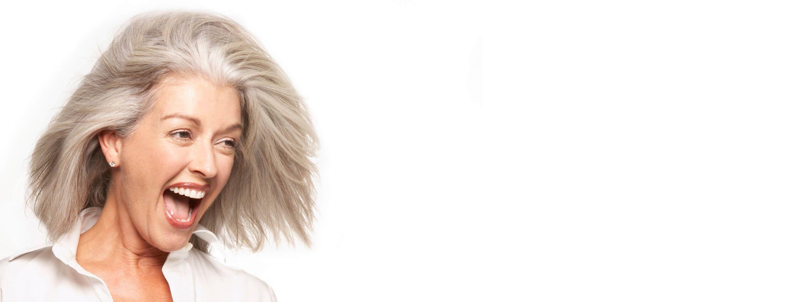 Modelo mayor pelo con canas