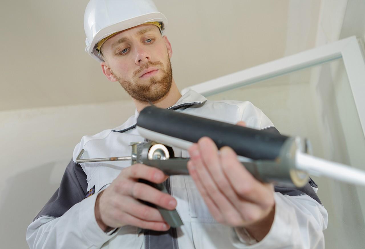 Kartusche einer Kartuschenpistole wird ausgewechselt
