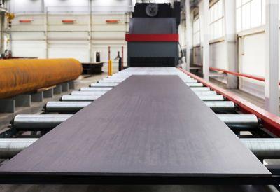 Metall wird in einer Werkstatt bearbeitet