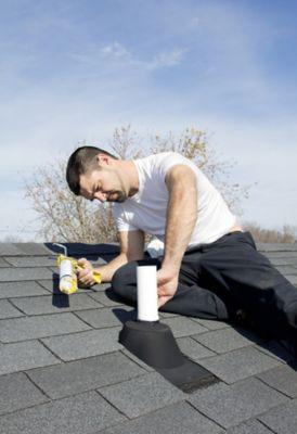 Ausbesserung einer Dachfenster- oder Schornsteinumrandung