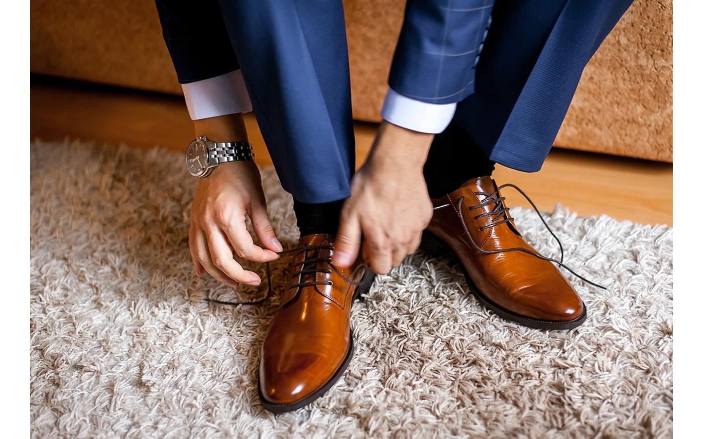 Geschäftsmann in eleganten Abendschuhen aus Leder