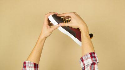 Cómo pegar un zapato roto