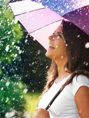 Obrázek ženy s deštníkem