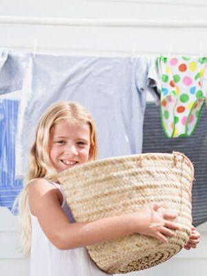 Vyjměte oděvy z pračky co nejdříve po ukončení praní a sušení. Tím zabráníte vytváření nepříjemných pachů.