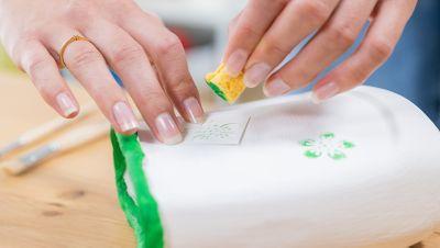 Farbe schablonieren
