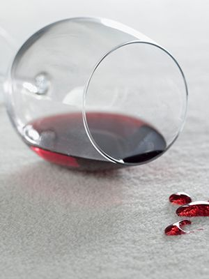 Obrázek s rozlitým vínem