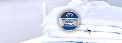 """Preklopljene svježe košulje, a uz njih simbol """"higijenski čisto rublje""""."""