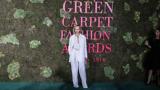 Eine Frau bei den Green Carpet Fashion Awards, einem Slow-Fashion-Event