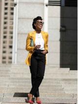 Kathleen Elie in einem nachhaltigen Outfit