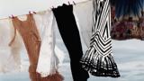 Dunkle und helle Kleidung an einer Wäscheleine