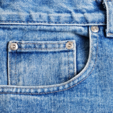 Sicht auf die Tasche einer Jeans