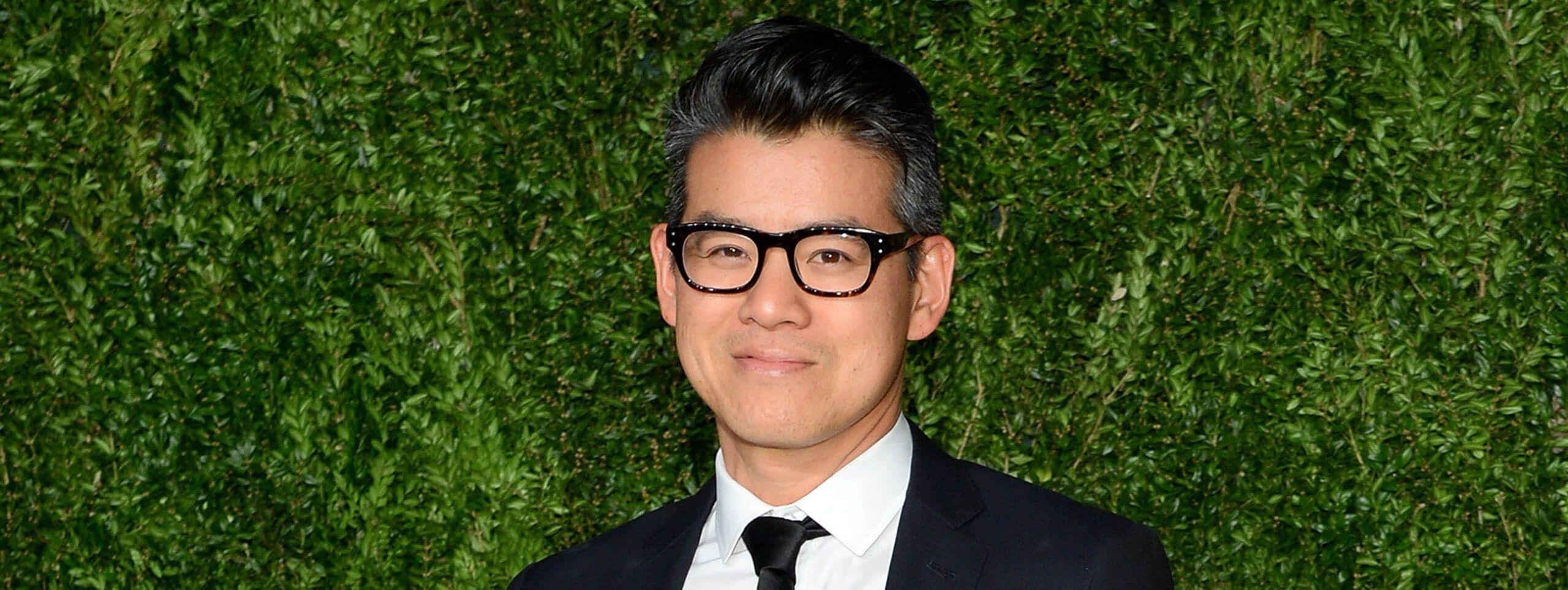 Peter Som cheveux courts avec lunettes