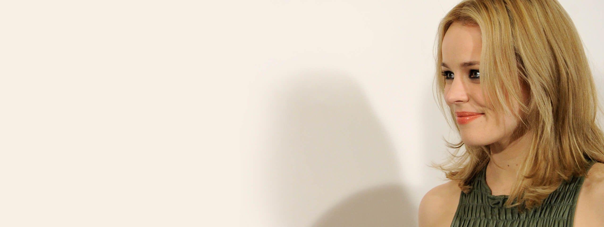 Rachel McAdams tinte aclarado rubio ceniza pelo corto
