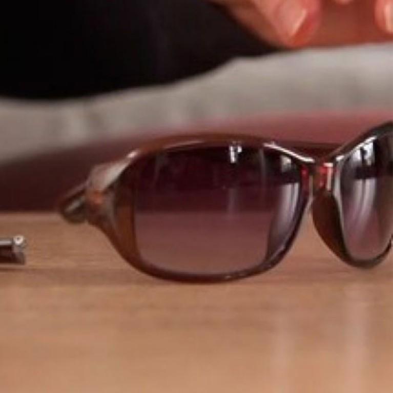Arregla la bisagra de tus gafas rotas