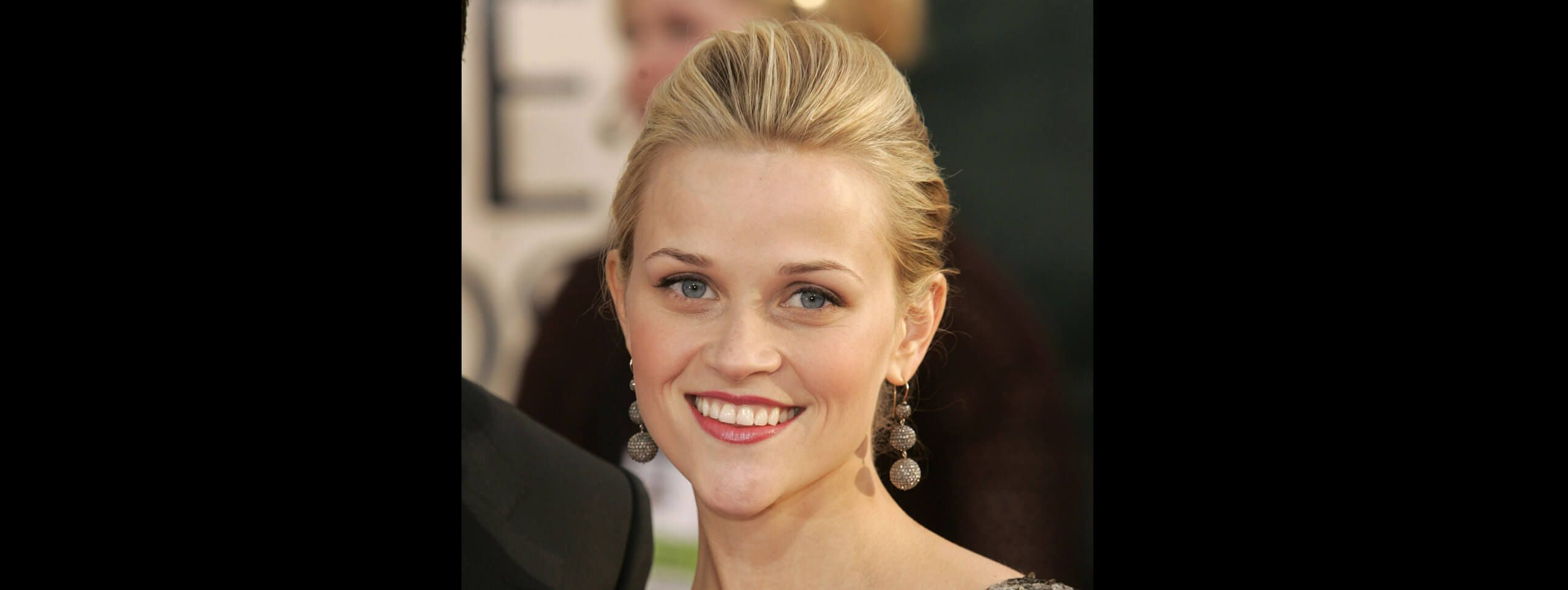 Resse Witherspoon chignon sixties
