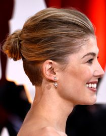 Tutorial The Inspiring Hairstyle Of Rosamund Pike