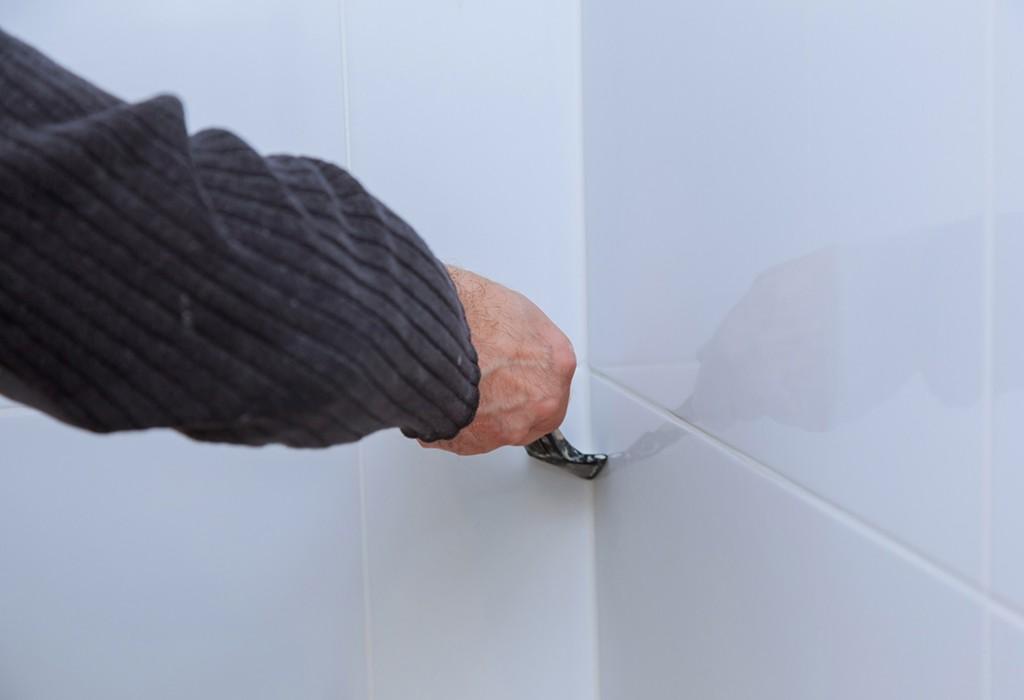 Comment Poser Un Joint Silicone De Baignoire