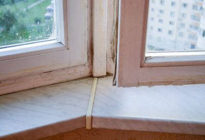 Joint de fenêtre détérioré