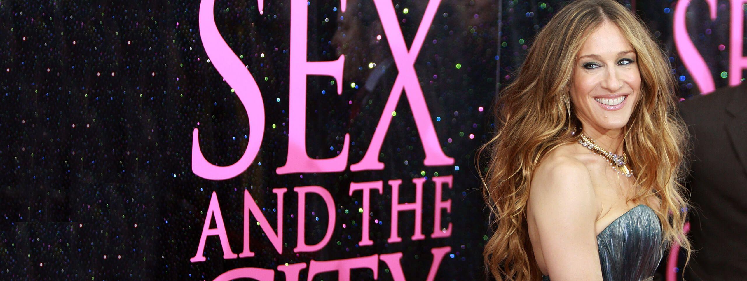 Sarah Jessica Parker avec de longs cheveux ondulés et un ombré hair