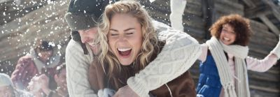 scalp care MID magazine blog teaser image woman and man laughing in winter