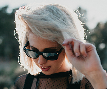 Model with a white bob hairstyle and sunglasses