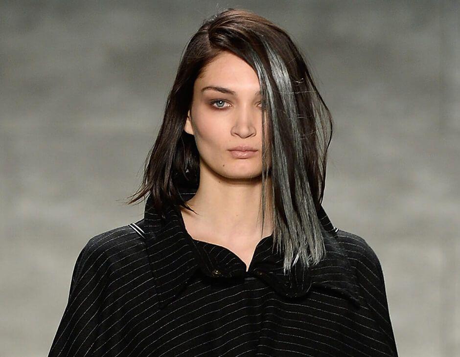Strähnchen selber machen graue haare Graue Haare