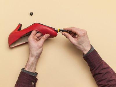 Поправете обувките с Moment Shoe Glue