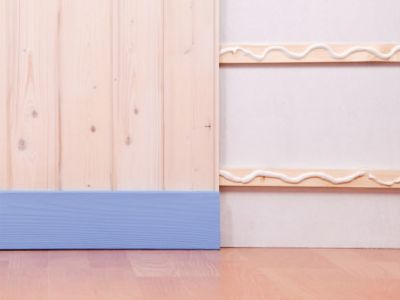 Mount your paneling and skirting board with No More Nails Original