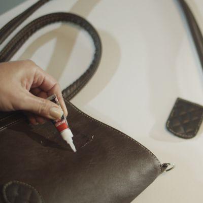 ¿Cómo reparar la correa de un bolso?