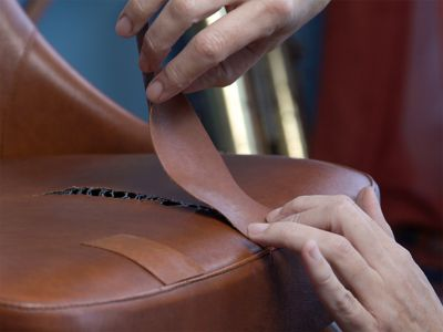 Leather glue: Choosing the best glue and how to use it