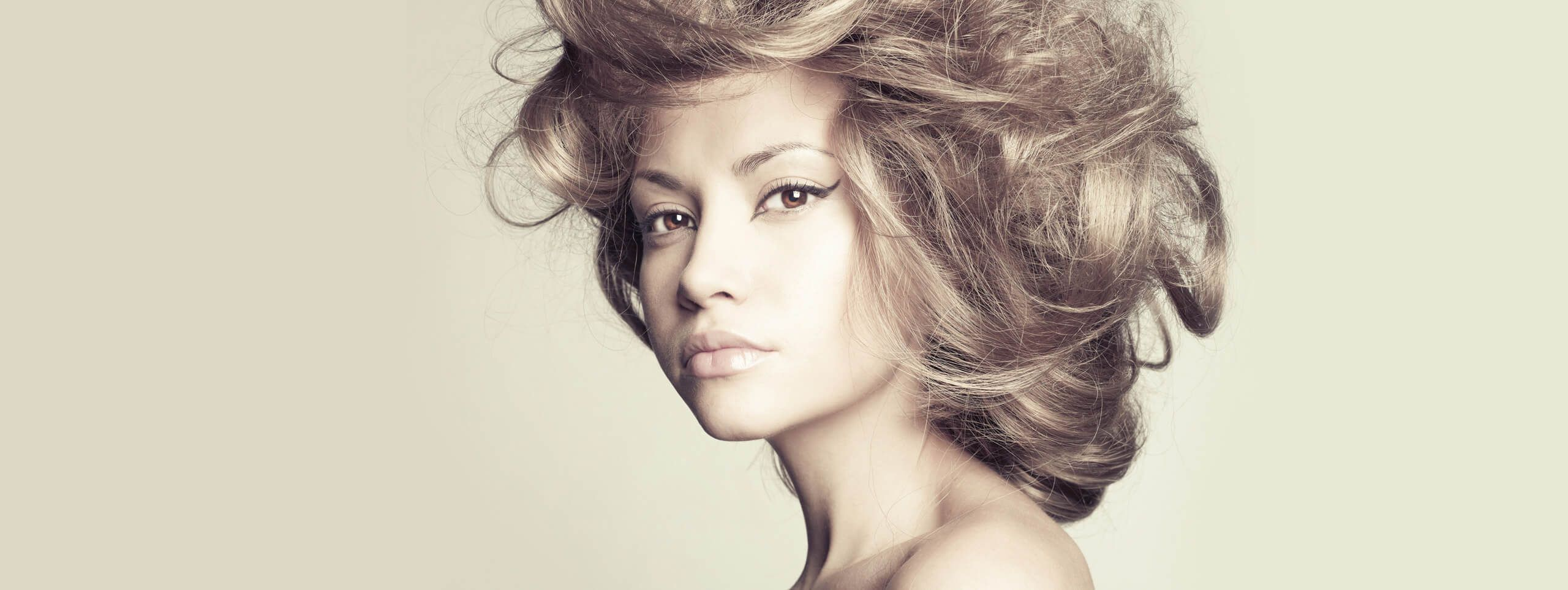 Woman with hairstyle styled with dry shampoo